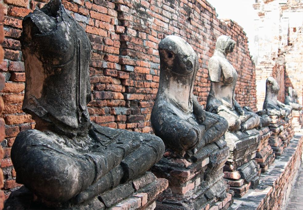 Estatuas de Buda decapitadas