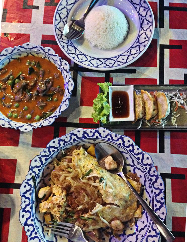 Mesa de comida tailandesa