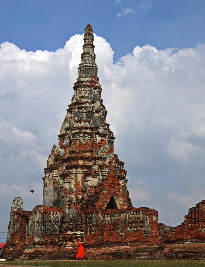 Monje budista en Wat Chaiwatthanaram