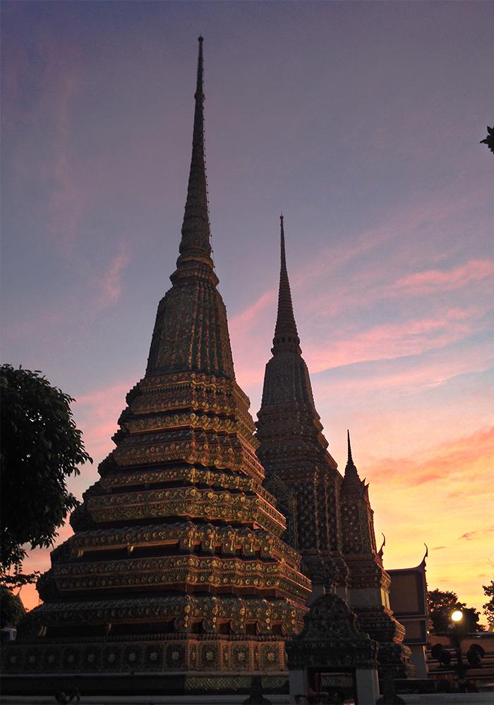 Pagodas dentro de Wat Pho