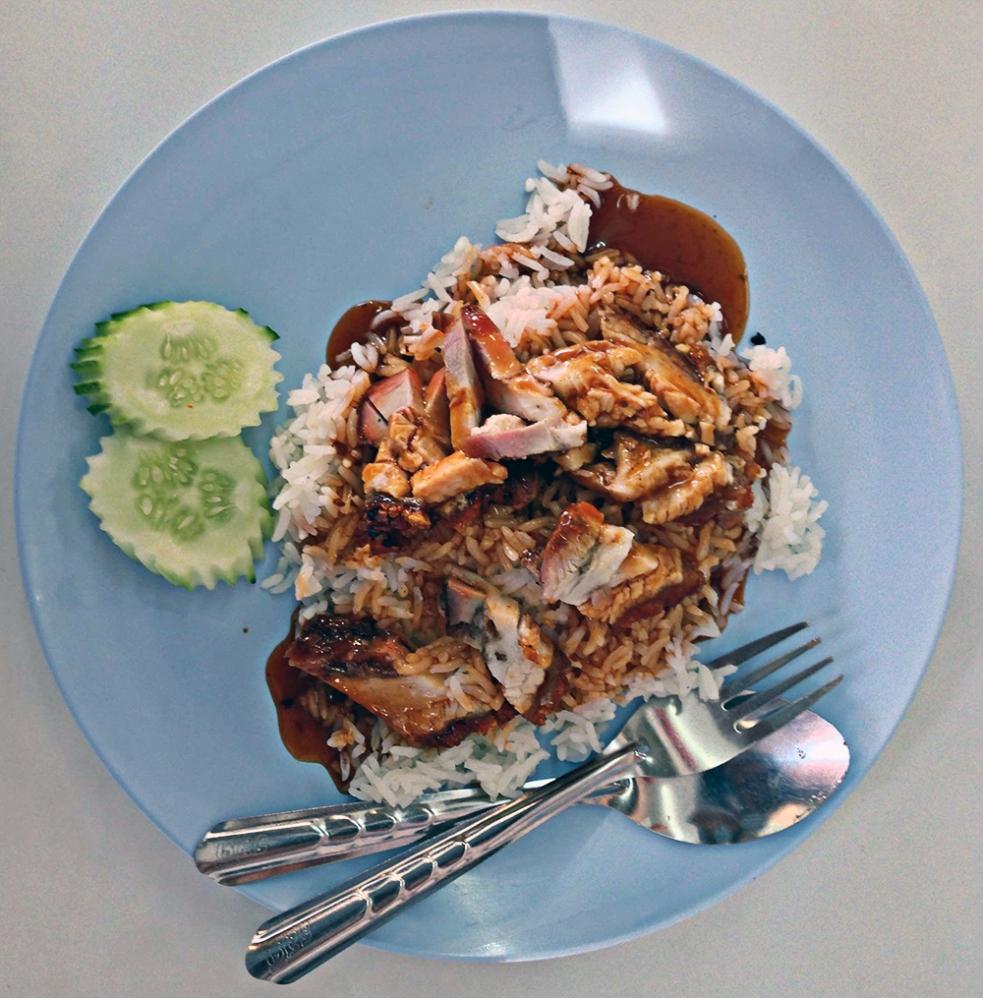 Cerdo asado al estilo tailandés con salsa agridulce y arroz