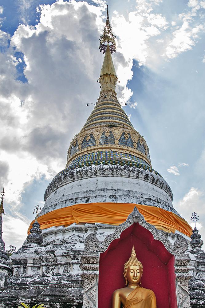 Pagoda en templo de Chiang Mai, Tailandia