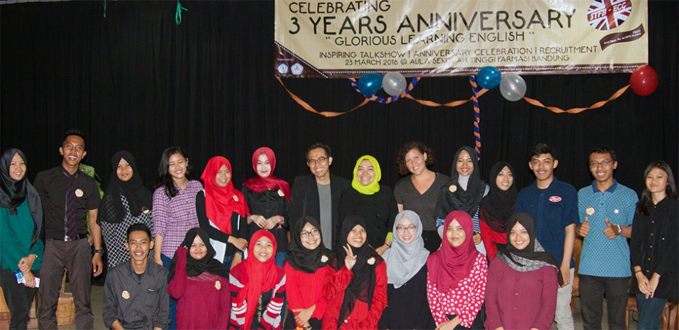 Con estudiantes universitarios en Bandung, Indonesia