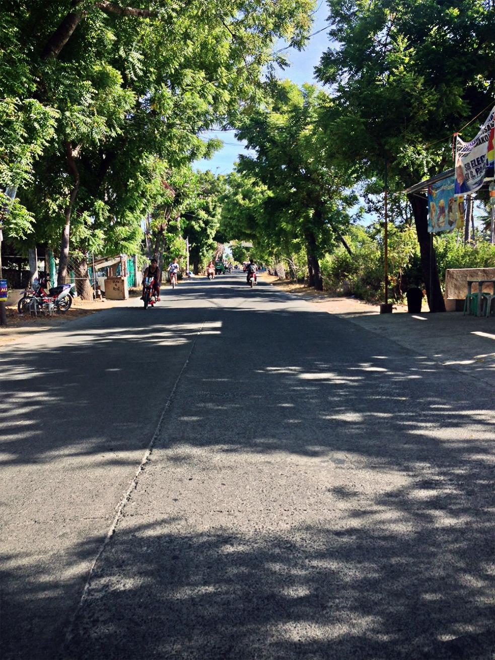 Las tranquilas calles de Santa Fé en Bantayan