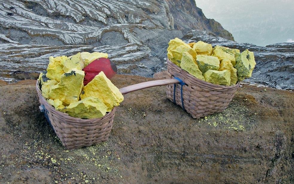 Azufre extraído del volcán