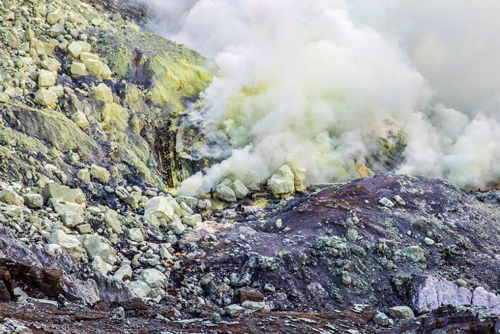 Mina de azufre en el cráter