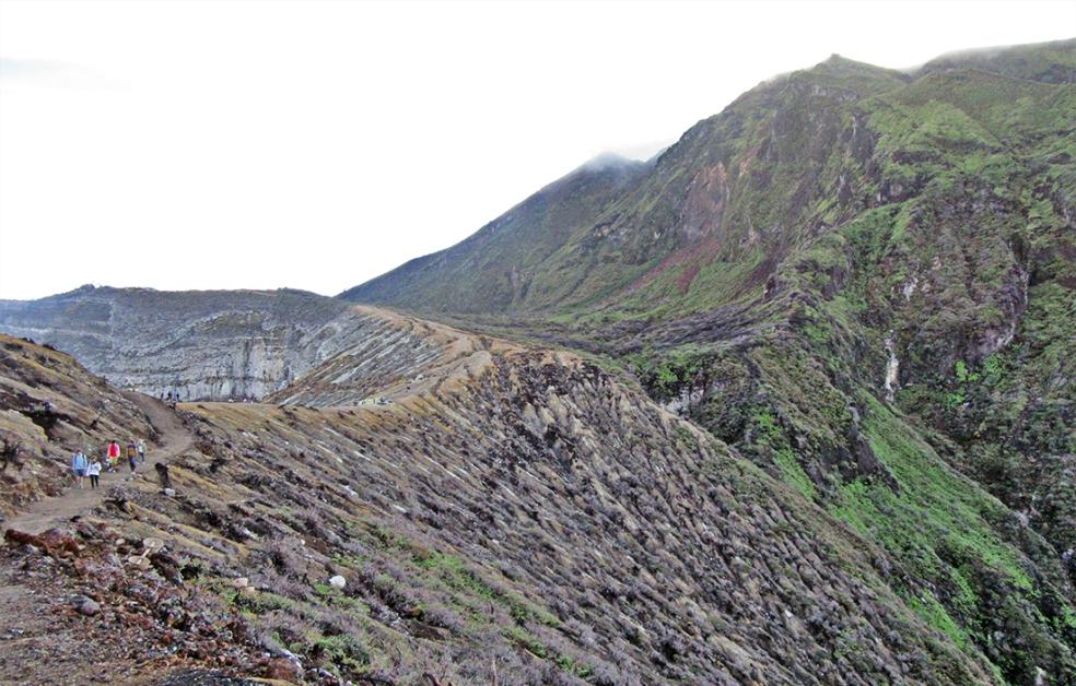 De camino al cráter del Kawa Ijen