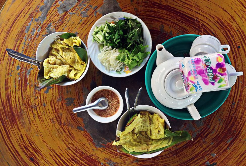 Desayuno camboyano en la guesthouse