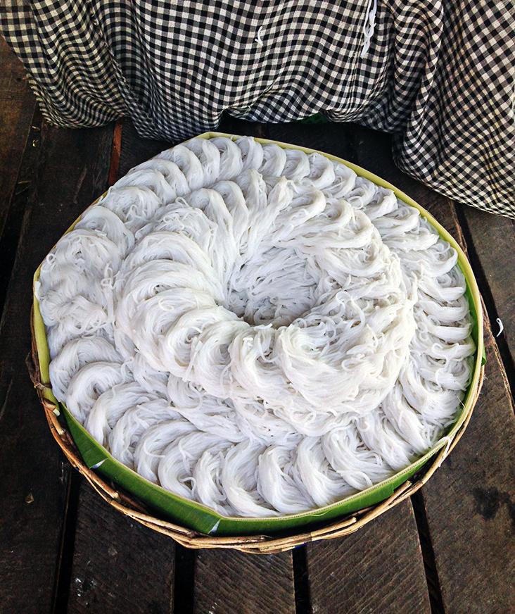Fideos de arroz recién hechos