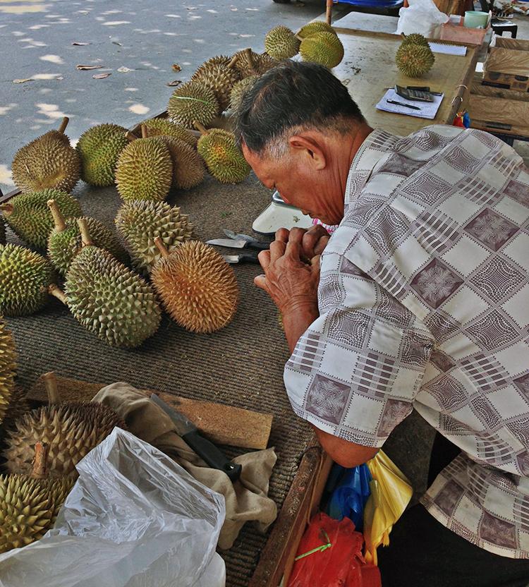 Vendedor de durián en Penang