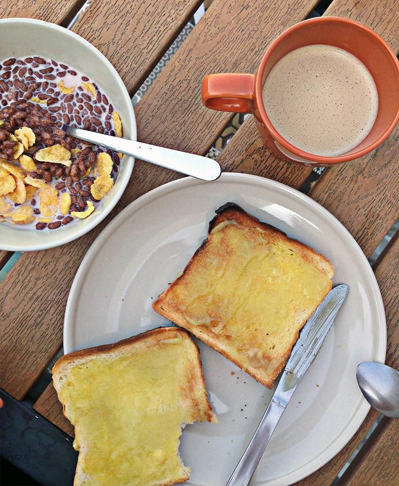 Desayuno en el hostal de Singapur